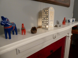 Dala horses and Kahler light house